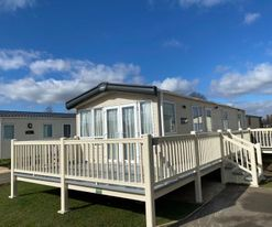 KINGFISHER COURT 2 WITH HOT TUB TATTERSHALL LAKES