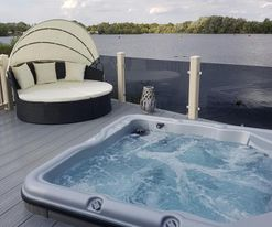 JET SKI 4 WITH HOT TUB TATTERSHALL LAKES
